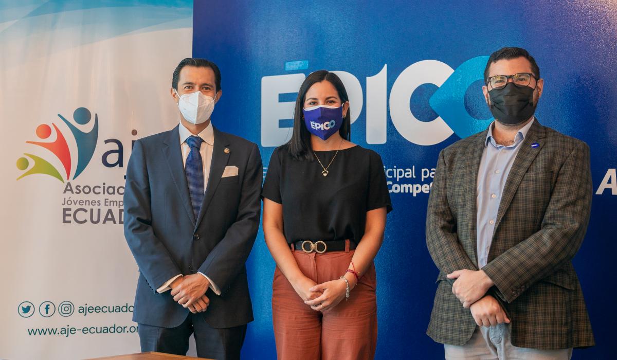 ÉPICO y la asociación de Jóvenes Empresarios del Ecuador firman convenio que conectará a emprendedores con inversionistas